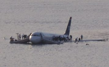 Airplane crash Hudson river